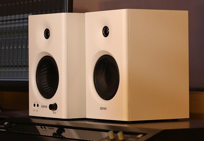 monitor de audio de madeira